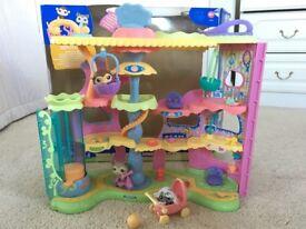 Littlest Pet Shop Round & Round Pet Town