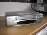 ALBA GREY VCR6001SIL VHS VIDEO RECORDER - DIGITAL AUTO TRACKING - ON SCREEN PROG. c/w USER GUIDE