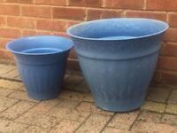2 X plastic plant pots