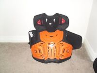 LEATT BODY ARMOUR EXCELLENT CONDITION 4.5 JUNIORSize: Fits approx. 132 to 158cm