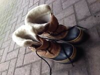 Sorels size 7 womens very used but so amazing and warm!