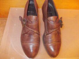 Carvela brown leather heeled court shoe size 40