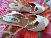 Ladies pavers sandals