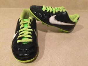 81336424b Toddler Size 10C Nike Outdoor Soccer Cleats