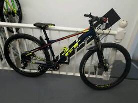 2018 Gt avalanche 29er medium. Ex display
