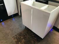 800 kitchen unit with white gloss doors brand new