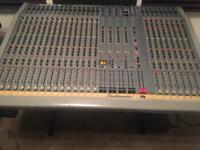 Studiomaster 24:8:2 mixer