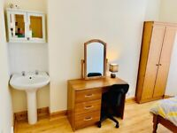 SINGLE ROOM IN SPACIOUS BOTANIC PROPERTY!