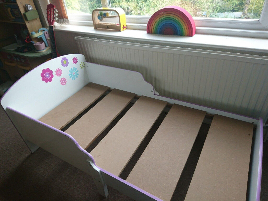 Girl's bed (toddler size) - collection from Bath