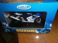 SUZUKI Model Motorbike GSX-750 made by Welly