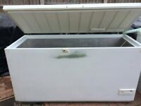 LARGE SIZE ELECTROLUX (515L) COMMERCIAL/CATERING CHEST FREEZER IN GOOD WORKING ORDER.