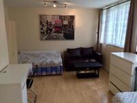 Big Twin Room For 2 People In Hackney (Zone 2), Only 2 Mins Walk To Station!