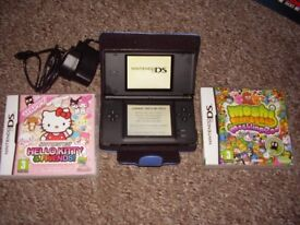 NINTENDO DS LITE IN MINT CONDITION WITH GAMES AND CASE