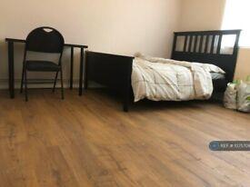 2 bedroom flat in Cadmus Court, London, SW9 (2 bed) (#1075709)