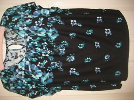 BLACK FLORAL TOP - SIZE 20 - (Kirkby in Ashfield)