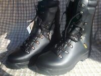 Mens Gortex Leather Waterproof Boots size 12