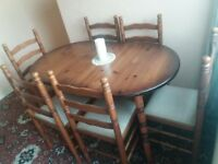 Extendible Dining Table with 6 Chairs