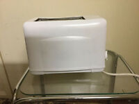 White toaster in Very good condition only £4