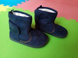Boys boots size 4/5