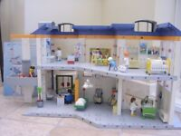 Playmobil hospital 4404 Big hospital, working elevator Boxed as new 100% complete