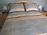 Bedset, comprising bedspread and pillow shams