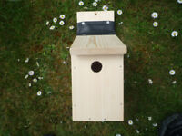 Traditional Wild Garden Bird Wooden Enclosed Nest Nesting Box Bird House NEW!