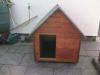 Dog kennel made from recycled wood / detachable roof