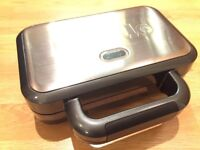 Breville sandwich toaster with removable plates