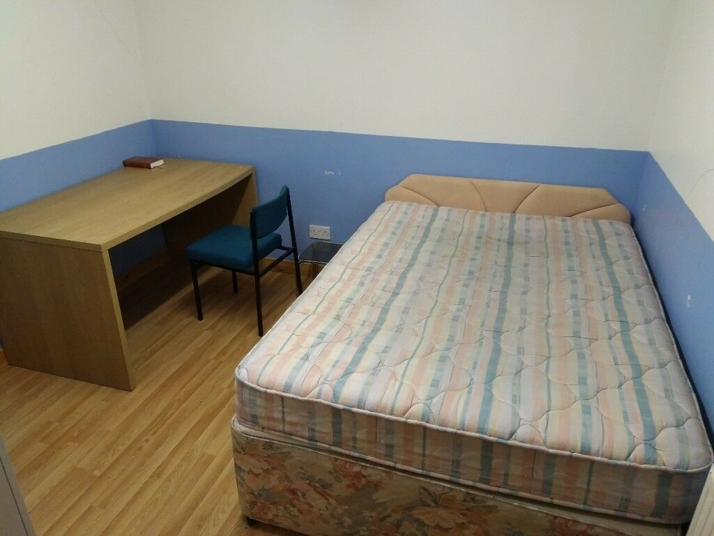 Cosy flat to share with a student in city centre