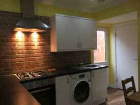 ***Stylish Double Bedroom for Rent in Refurbished House in Northfield B31, Birmingham***