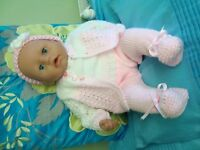 BRAND LY FINISHED NEW HAND KNITTED CLOTHES TO FIT BABY ANNABELL KNITTED NEW