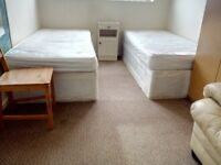 1 SPECIOUS TWIN/DOUBLE ROOMS FOR WORKING PROFESSIONALS AVAILABLE TO LET IN FOREST GATE/STRATFORD