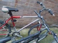2x Mens bicycles / bikes- GIANT and Universal?? Alu frame, need some minor tlc!!