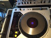 Pioneer DJM600 mixer,2x CDJ800 decks in Flight cases