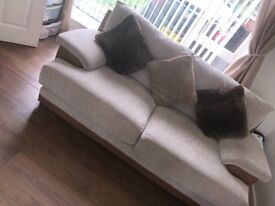 2 Sofas a 3 Seater and 2 Seater, make me an offer? Need collecting