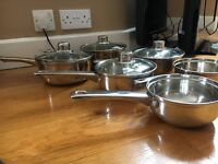SET OF THREE STAINLESS STEEL PANS - TWO LIDS INCLUDED