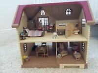 Sylvanian family lakeside lodge with furniture and family set