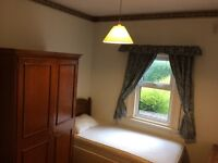 NEW LARGE SINGLE ROOM AVAILABLE FOR SINGLE WORKING PROFESSIONAL IN REDHILL