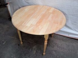 Solid wood small dining table! Furniture. Renovated!