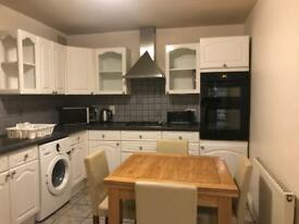 Double room with bathroom in close to Edmonton Green Station