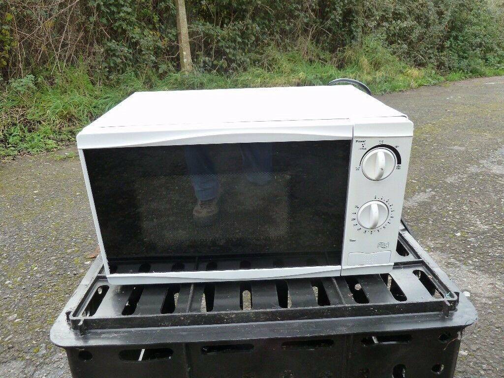 2 x small microwave ovens good clean working condition 700 watts