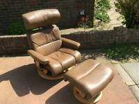 Stunning Ekornes Stressless Savannah recliner with ottoman and side table - Top of range