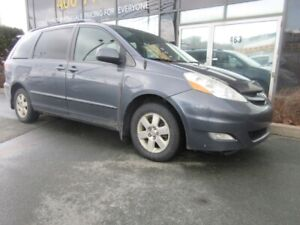 2010 Toyota Sienna LE WITH ALLOYS, TINT & POWER SEAT