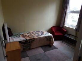 Large room in Lee Green (Nr lewisham) single occupancy (European preferred)