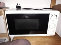 White 700w Microwave