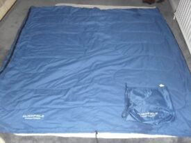 LICHFIELD CAMPER CLASSIC LARGE SLEEPING BAG IN CARRYING BAG - IDEAL FOR CAMPING OR HOME