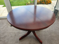 Mahogany Round Extending Dining Table and 4 chairs - VGC