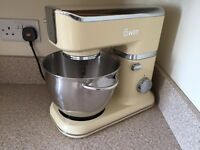 Swan Retro food mixer