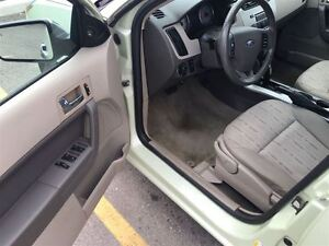 2011 Ford Focus SE, Drives Great Very Clean London Ontario image 10