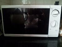 Tesco White Microwave MM08 17L 700 watt
